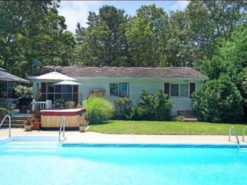 Charming Hamptons Home w/ Pool & Hot Tub on Private St, vacation rental in Hampton Bays