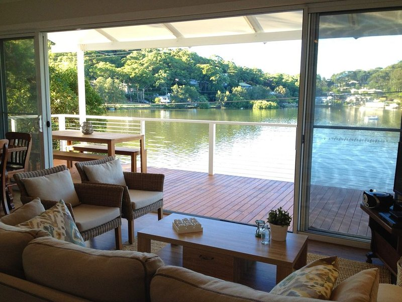 EDGE OF THE BAY and CLOSE TO BEACHES, vacation rental in Ettalong Beach