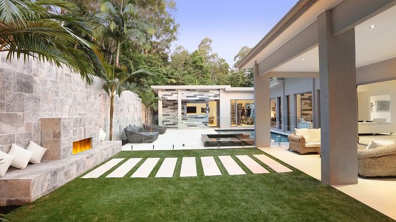 Luxurious rainforest retreat close to beaches, holiday rental in Diddillibah
