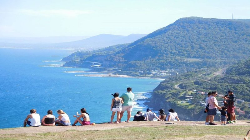 A Sanctuary Thirroul NSW Getaway Illawarra, amazing ocean views. Sleeps 6, holiday rental in Stanwell Tops