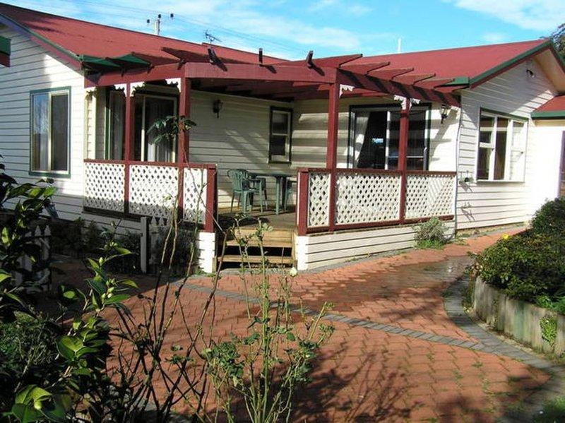Belle Cottage - spacious self-contained 2 bedroom house, aluguéis de temporada em Lebrina