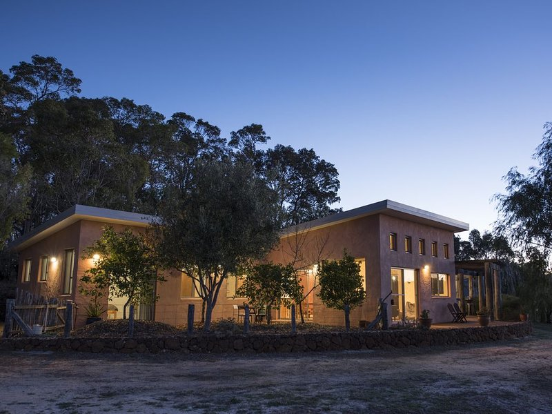 Three Towns Stay - rural home, holiday rental in Cowaramup