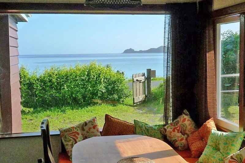 Kiwi Seaside 1950s Bach, Godwin Cottage., holiday rental in Rawhiti