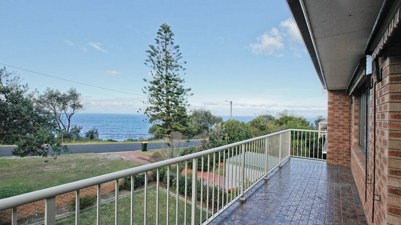 GULL COTTAGE: 7 Pacific Drive- Ocean views. Walk to beach & town., holiday rental in Barragga Bay