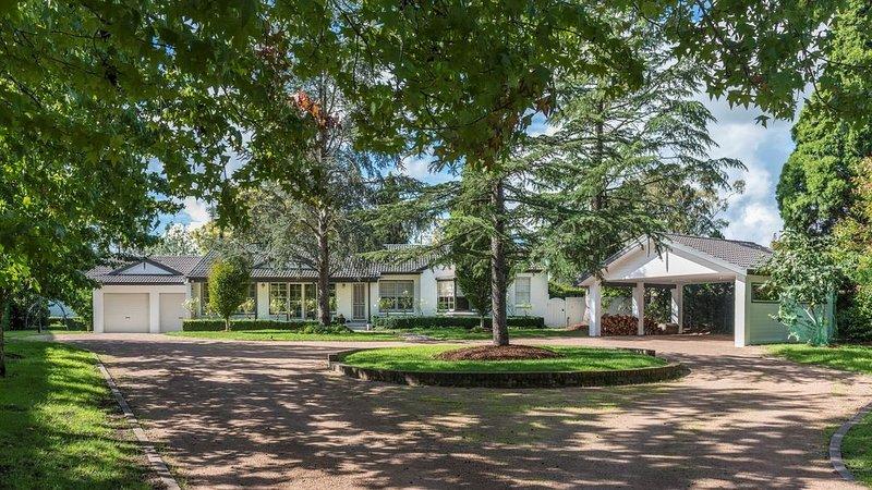 Lauretana House & Cottage 5 minutes to Bowral centre, vacation rental in Joadja Creek