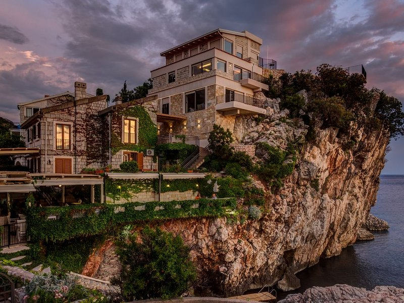 Luxury Villa Blanche Apartment, holiday rental in Przno