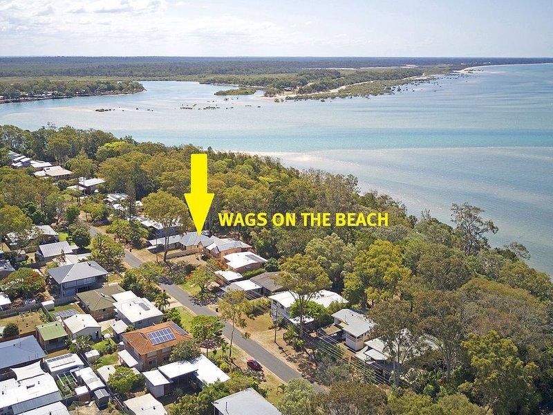 Wags On The Beach - Toogoom - Beachfront- 4BR-Aircon- Pets OK – semesterbostad i Fraser Coast