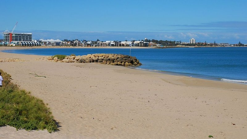 Cottage by the Sea Mandurah, Comfortable,Family,Doggy Friendly & Location plus., vacation rental in South Yunderup