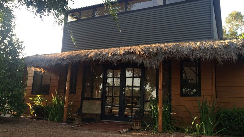 Bali Retreat by the Murray River, vacation rental in South Yunderup