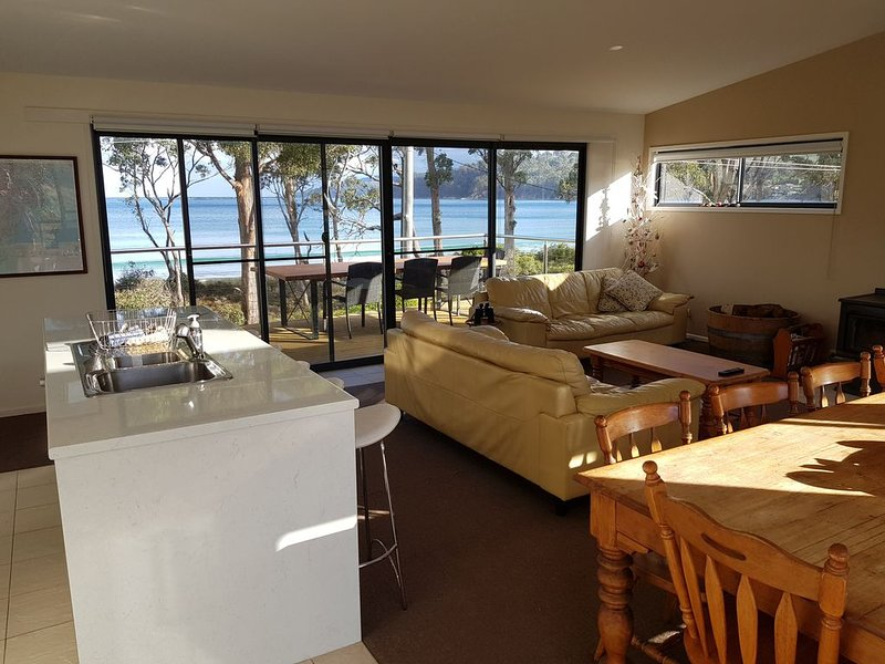 Roaring Beach Retreat - pet friendly, holiday rental in Castle Forbes Bay