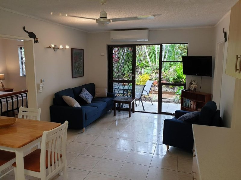 Palms Trinity Beach Two Bedroom apartment with free WIFI, vacation rental in Kewarra Beach