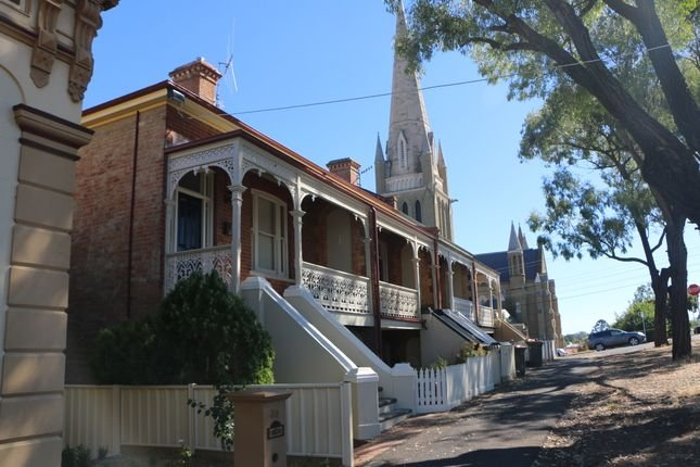 Fernville Terrace- City & Cathedral Views., vacation rental in Kangaroo Flat