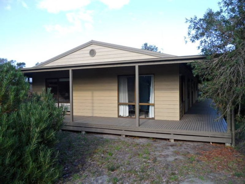 The Sanctuary-Fantastic Beach and Lake Retreat, holiday rental in Paynesville
