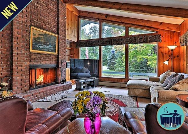Quaint and Cozy 4 bedroom private home w/hot tub Mountain Chalet, alquiler vacacional en Stockbridge