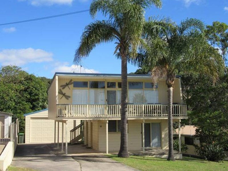 Beachburra - the classic beach holiday home!, holiday rental in Malua Bay