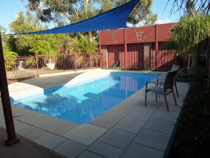 'Charming' Riverside on Eighth Mildura  with heated pool for Winter, holiday rental in Mildura