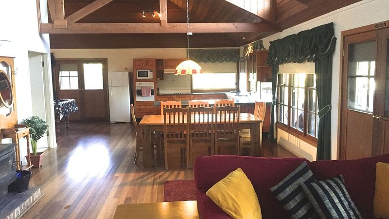 Country escape with all the comforts of home., holiday rental in Fosterton