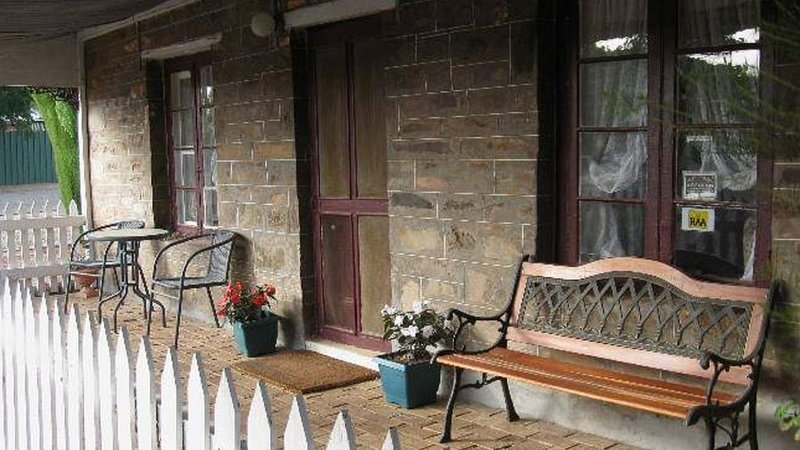 Morse Cottage Bed and Breakfast, holiday rental in Burra