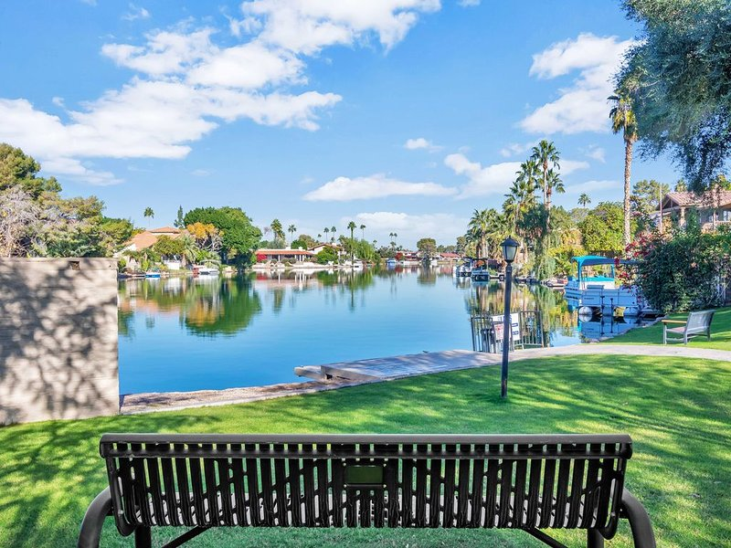 3BR  RESORT-STYLE HOME WITH PRIVATE POOL  IN TEMPE LAKES COMMUNITY, holiday rental in Tempe