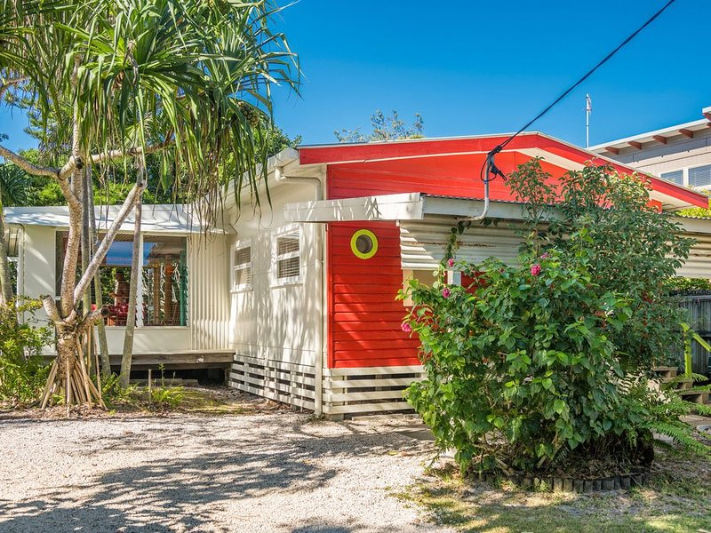 A SWEET ESCAPE - Beachcombers Cottage Beachfront, holiday rental in Byron Bay