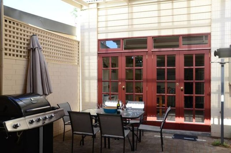 Villa on Louisa 3 bedroom townhouse south east corner of  Adelaide city, holiday rental in Adelaide