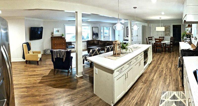 Lovely Clemson home for several families, location de vacances à Clemson