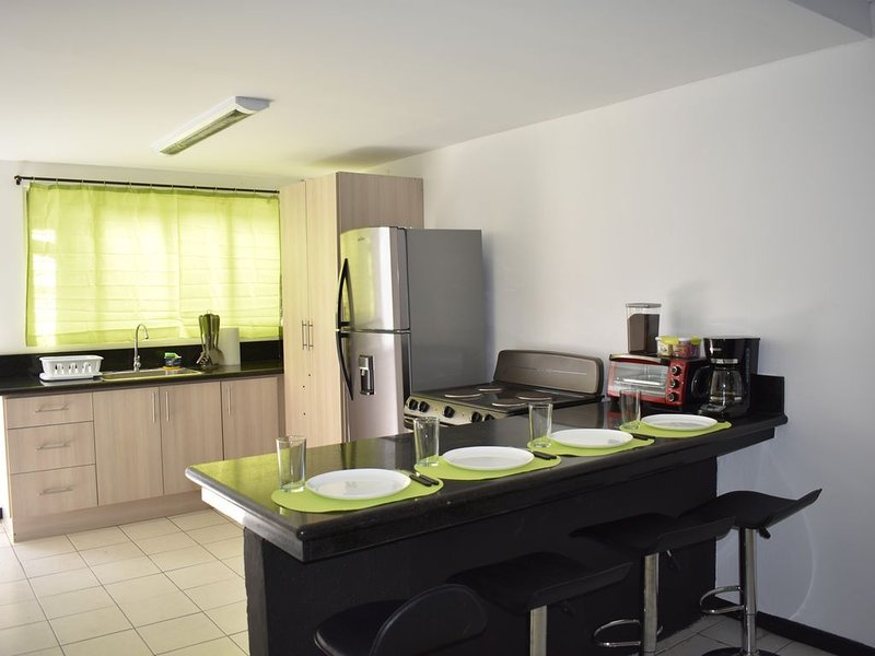 Casa361-Paseo Colón-NEAR EVERYTHING-New-EQUIPPED-2, vacation rental in Santo Domingo de Heredia