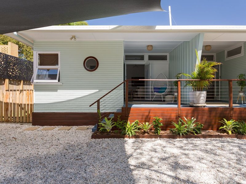 Cottage 1 - Coastal Cottage across from the Beach! Great Location!, vacation rental in Bilinga
