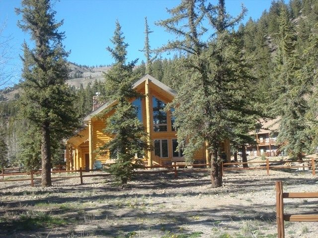 Almost Heaven - Beautiful Log Home at the Lake with Optional Additional Bunkhous, holiday rental in Lake City