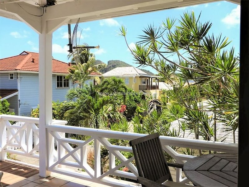 Picturesque newly renovated villa steps away from the beach, holiday rental in Jolly Harbour