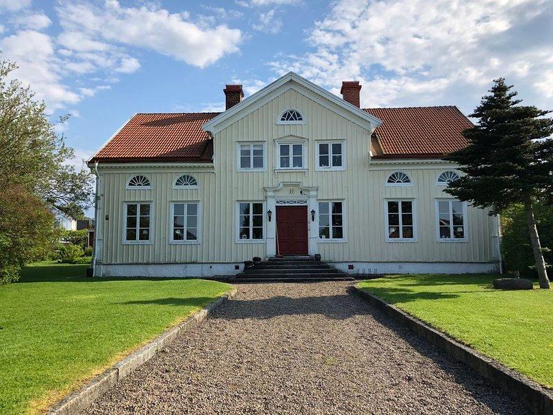 Rooms in charming old mansion, built in 1832 – semesterbostad i Mullsjö