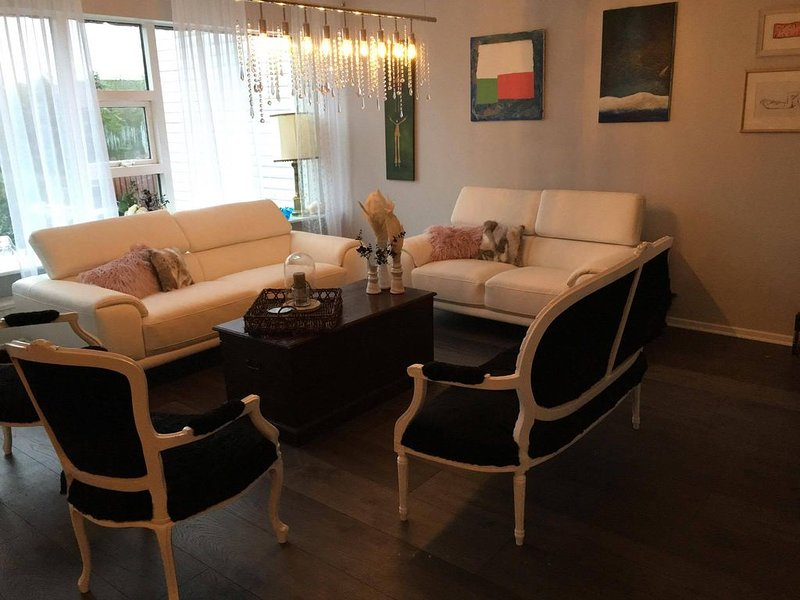 Luxury townhouse in center of Reykjavik.  Stay in a city in the countryside. – semesterbostad i Kopavogur