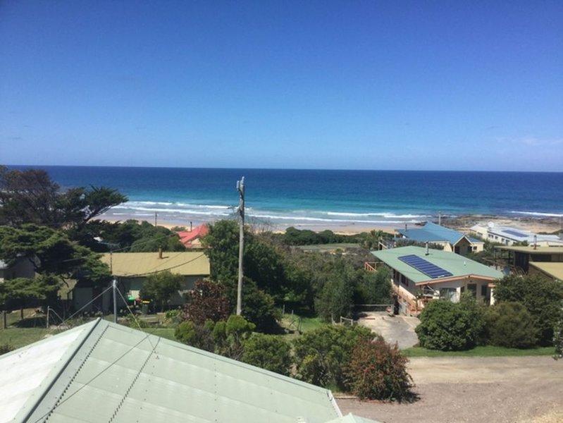 Arun Dell by the Sea with ocean views, location de vacances à Johanna