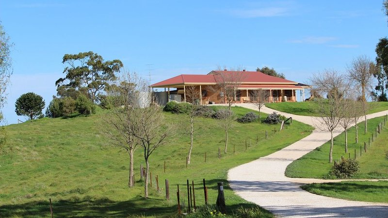 Clare View HOUSE (pet friendly, wheelchair accessible) Sleep 8, location de vacances à Clare