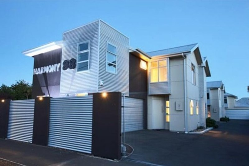 Sunny and spacious family/ group accommodation, vacation rental in Christchurch