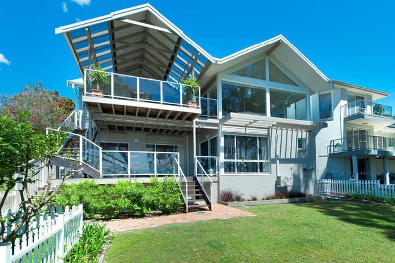 Dutchies Holiday on Dutchmans Bay, vacation rental in Port Stephens