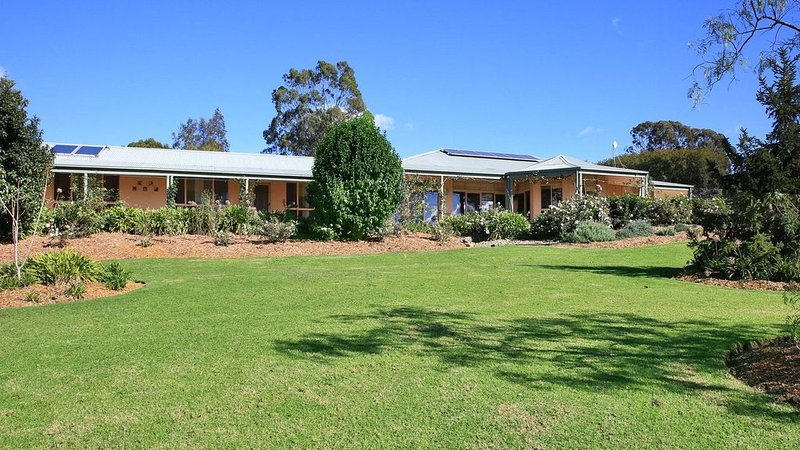 Coolaroo Beach House - Rural Bliss by the Coast, holiday rental in Berry
