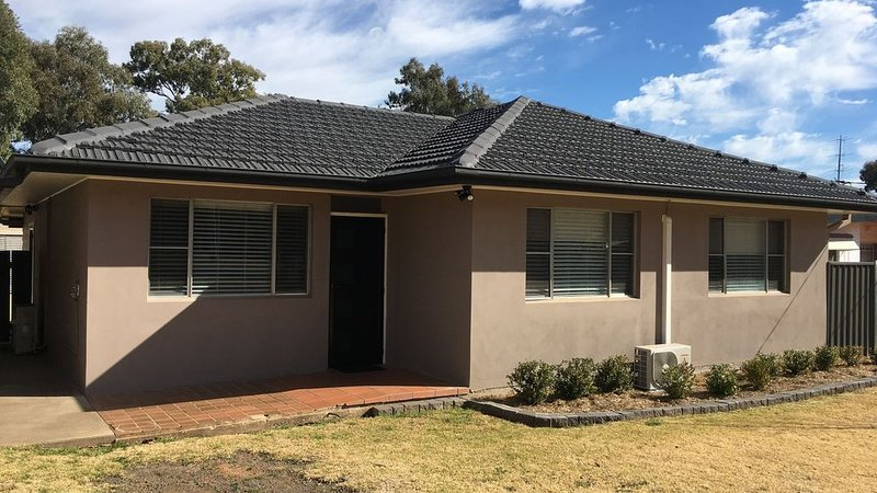 Pira Place. Stay 2 nights and get third night free for February 2020, holiday rental in Coonabarabran
