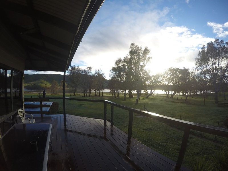 Serenity on the lake!, holiday rental in Alexandra
