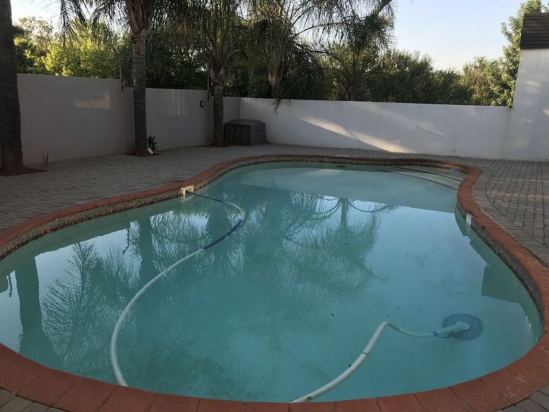 Sunny and cozy house, holiday rental in Cullinan