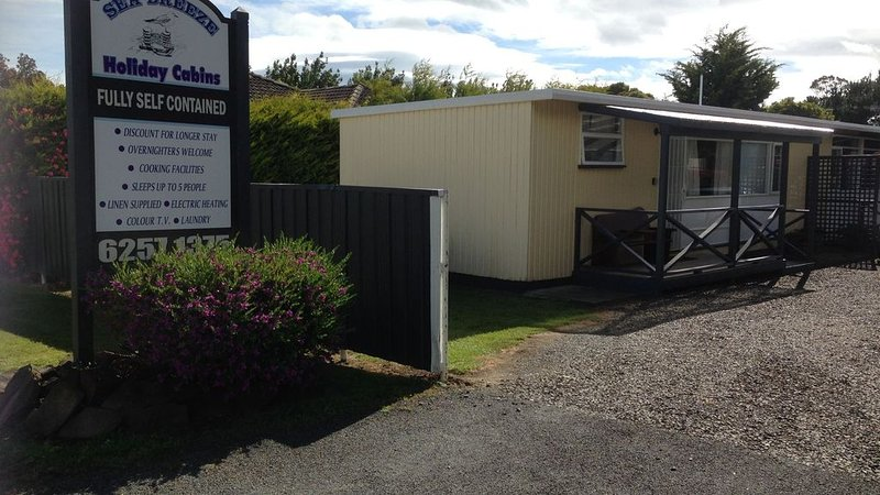 Orford Sea Breeze Holiday Cabins, holiday rental in Buckland