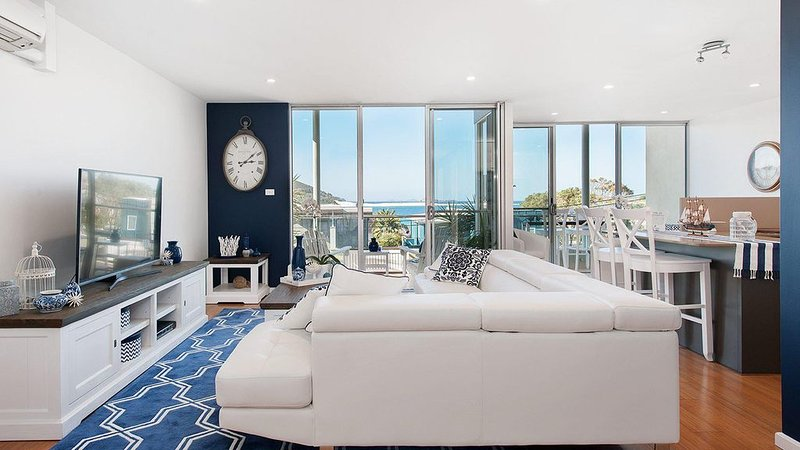 Gorgeous 2 bedroom apartment with amazing ocean views over Fingal Bay, vacation rental in Fingal Bay