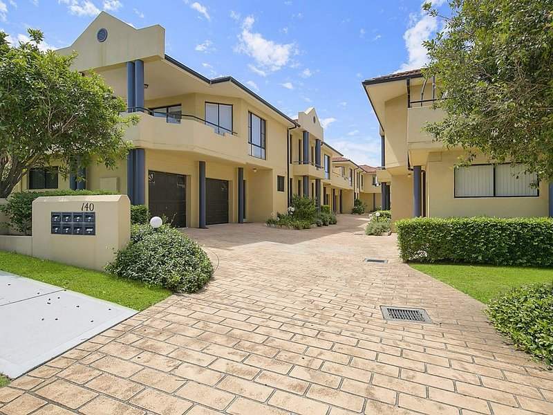 Great Location for access to the beach, shops and cafes., holiday rental in Ourimbah