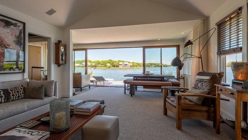 New Listing: Beachside Cottage w/ Water Access, Close to Town,, location de vacances à Noyack