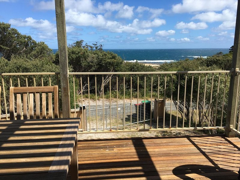 Cape Paterson - Amazing beach views and access, holiday rental in Cape Paterson