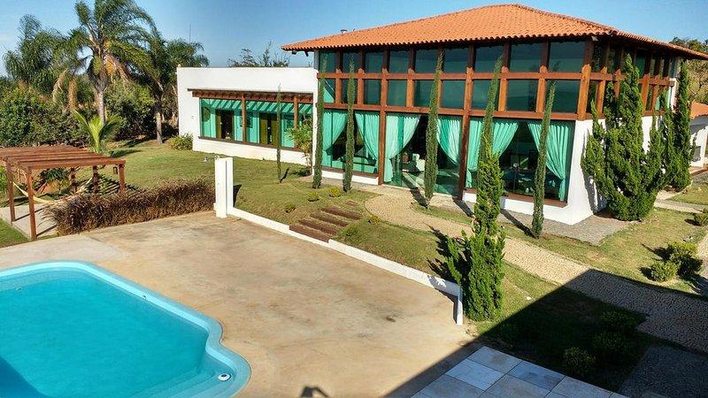 Linda Casa de Campo, Sofisticada, 450 m2, vista deslumbrante das montanhas., holiday rental in Lagoa Santa