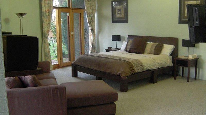 Harvest Home Bed & Breakfast, holiday rental in Mooroopna