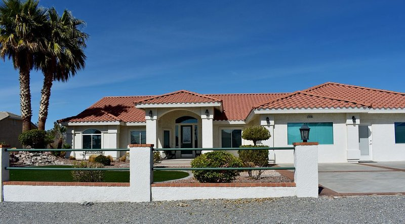 Custom home with all amenities.  Gourmet kitchen with many condiments, Ferienwohnung in Pahrump
