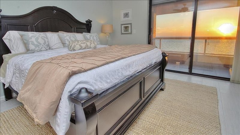 CBC1-15B: Where Relaxation and Sophistication Collide in Beachfront Beauty, alquiler de vacaciones en Belleair