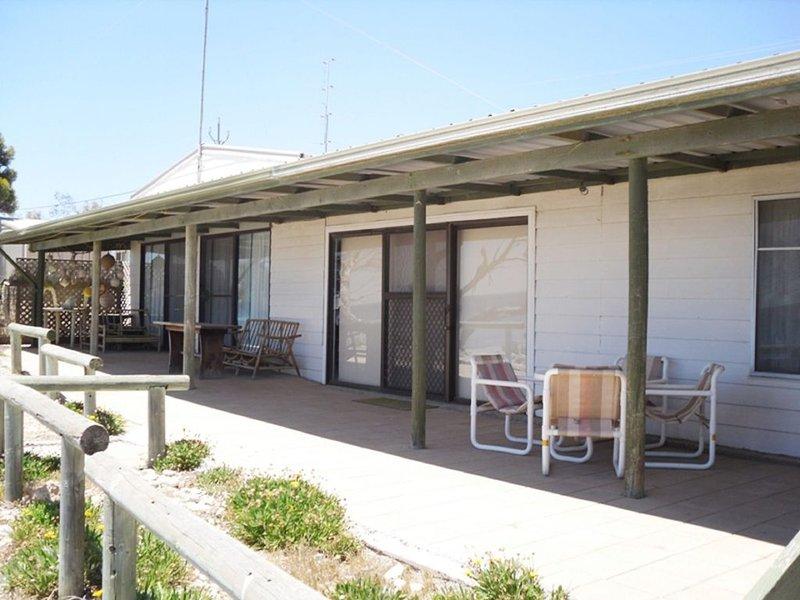 Harry's - Absolute Beachfront, holiday rental in Minlaton